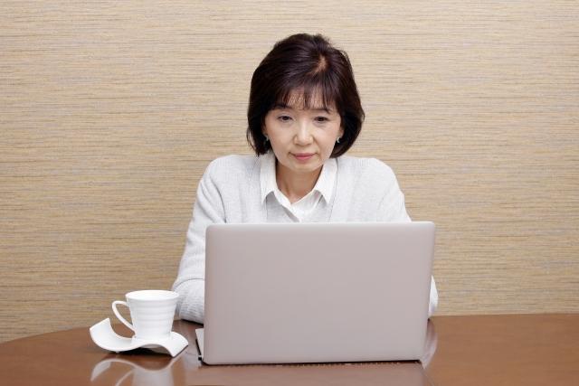 60歳からネットの仕事をする女性